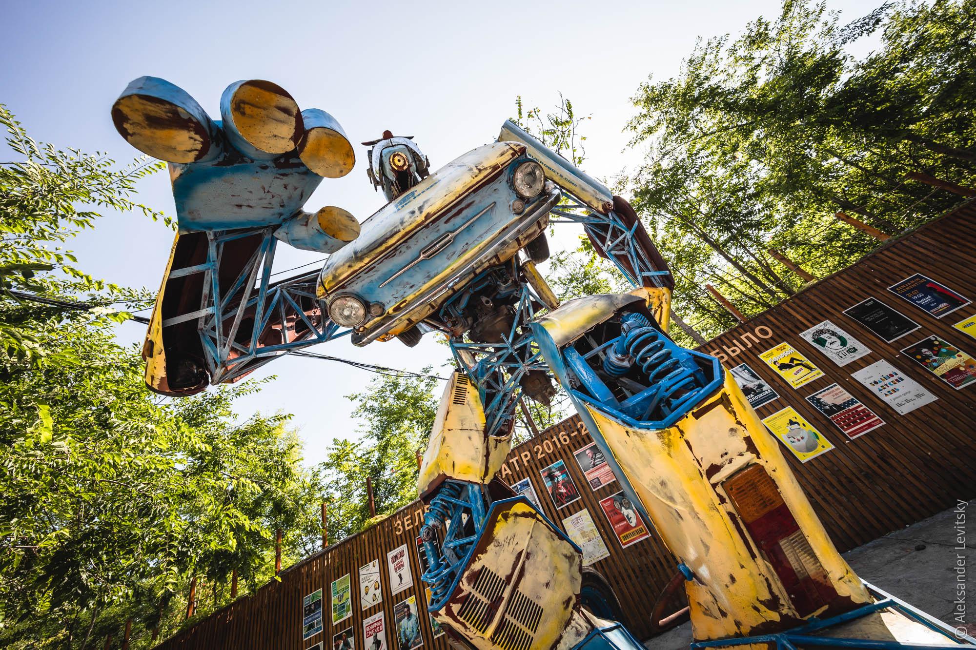 Одесский робот трансформер Запорожец в Зелёном театре