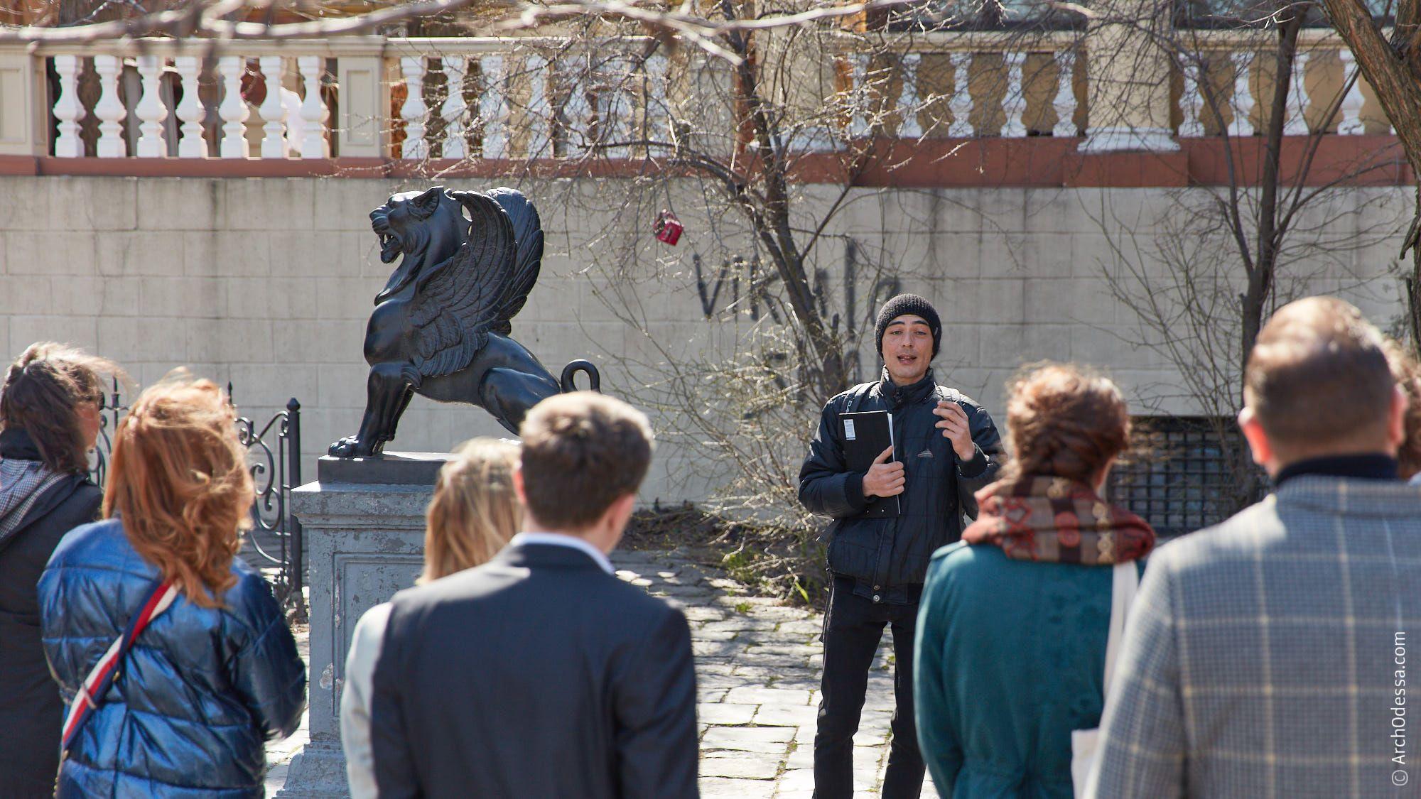 Изабель Дюмон, посол Франции в Украине, на историко-архитектурной прогулке «Следами Франции» в день начала Французской весны 2019