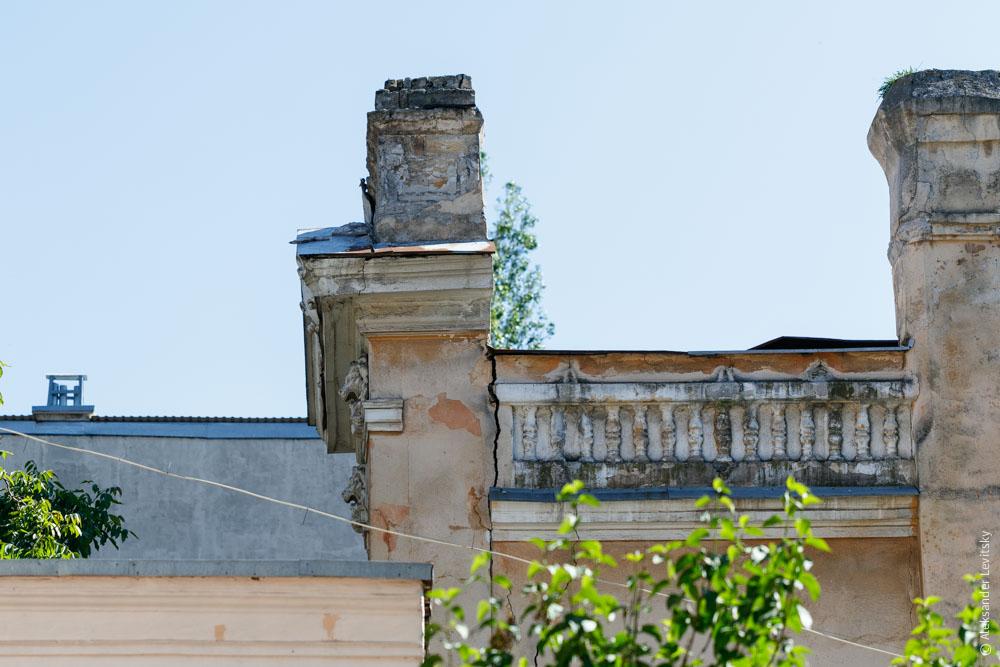 Фрагмент стены может обрушится в Одессе на Маразлиевской.