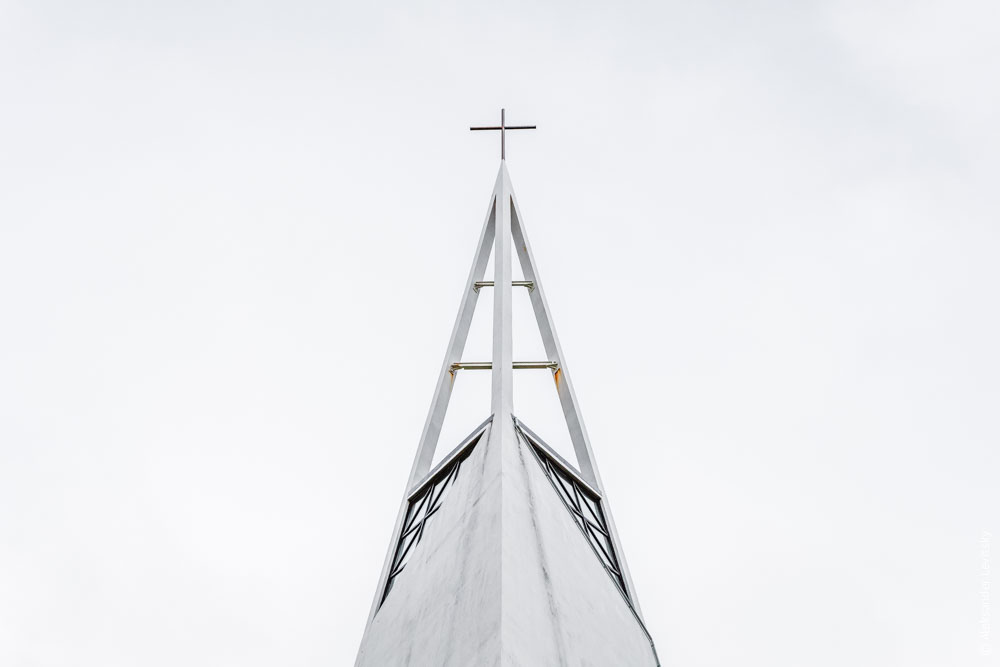 Церковь в стиле баухауз в Исландии