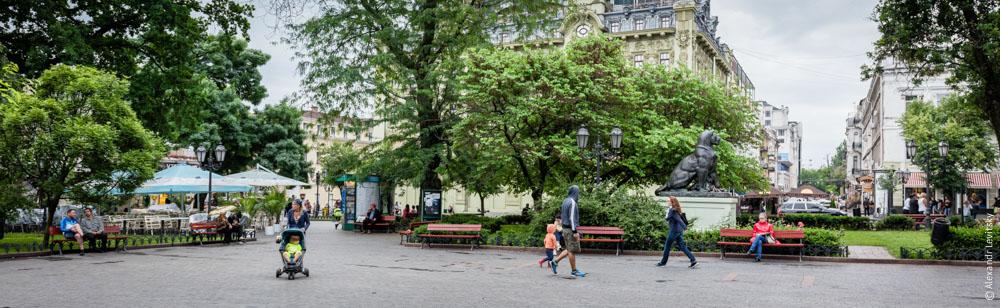 Лето, туристы, родители в Одессе, Украина